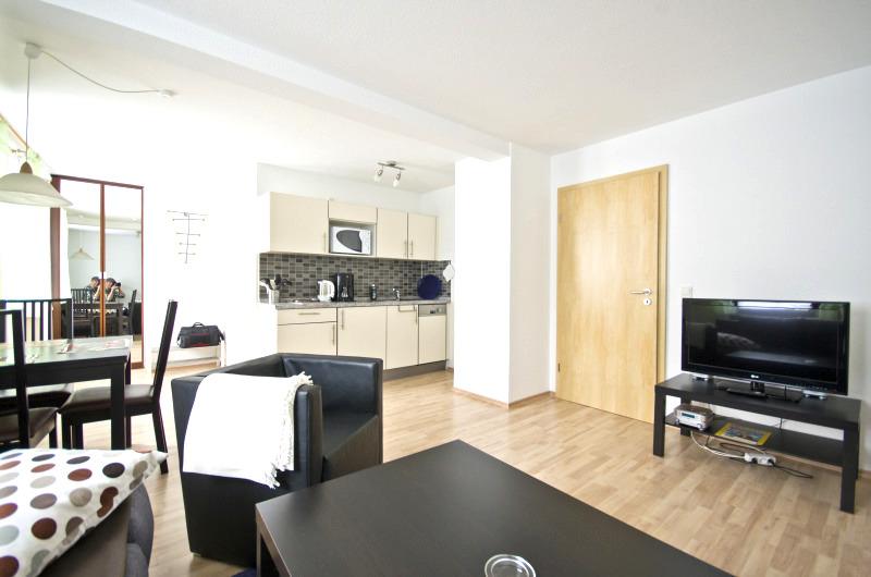 Wohnung Steller: Wohn-Essbereich mit Küchenzeile