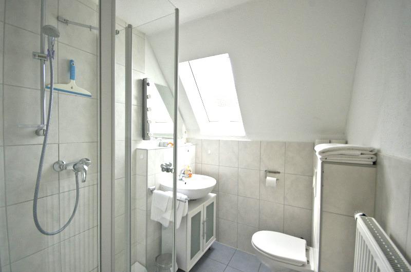 Komfort-Wohnung Toppler: Badezimmer mit Dusche